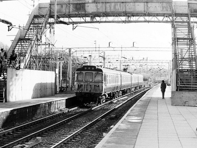 Class 310 at Watford Junction Station, 1984