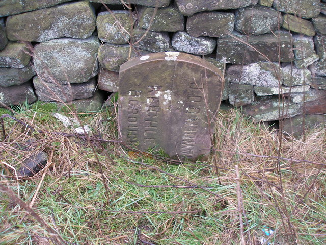 Boundary stone near Watersheddles