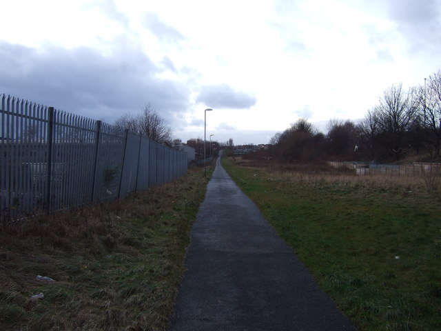 Cycle path heading west towards Leeds city centre