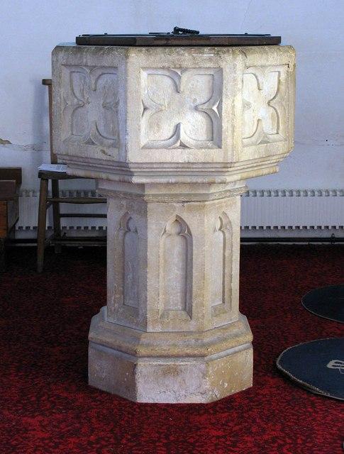 St Katharine, Gosfield - Font
