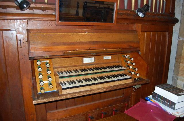 Organ Console, St Margaret's church, Horsmonden