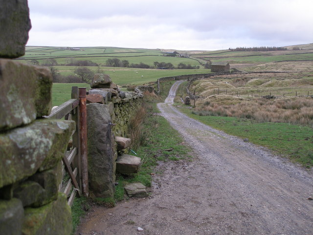 Location of the stile in photo 2755607