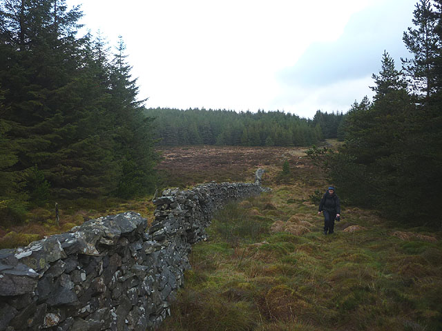 Following the wall on Round Hill