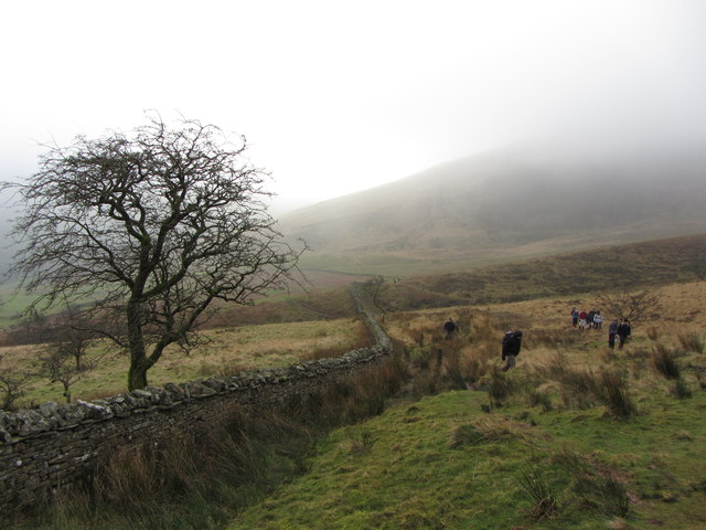 Wall and path near Craig Cerrig-Gleisiad
