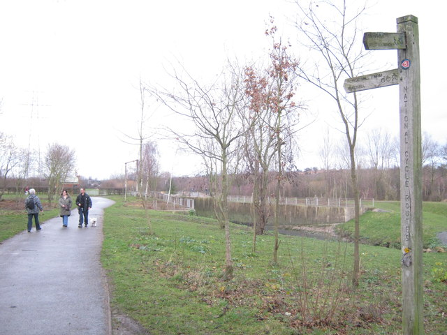 Footpath to Forge Mill Lake and car park