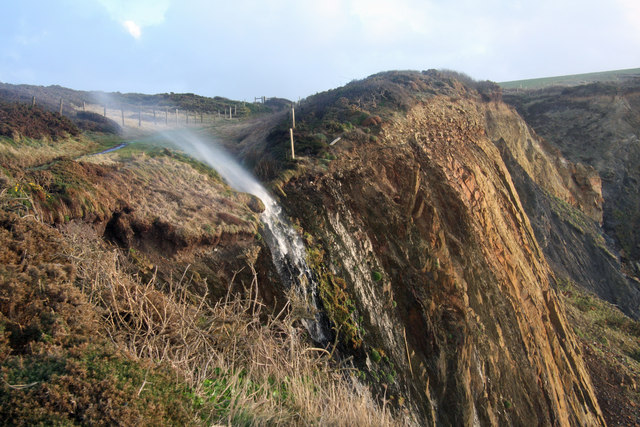 Two-way waterfall near Higher Sharpnose Point