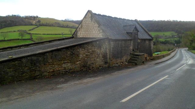 Roadside farm building, Slad