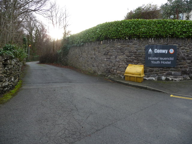 Entrance driveway to Conwy Youth Hostel