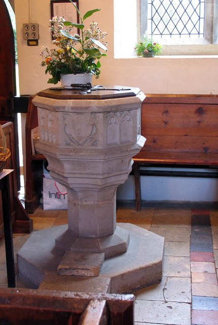 St James the Great, Great Saling - Font