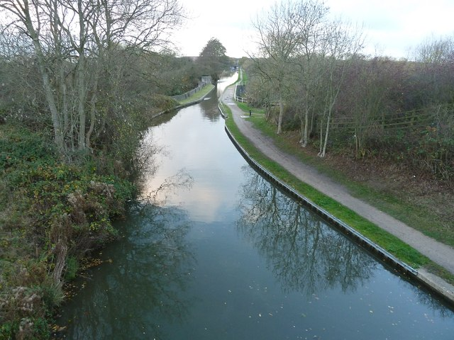 Coventry Canal from Peelers Way - view SW