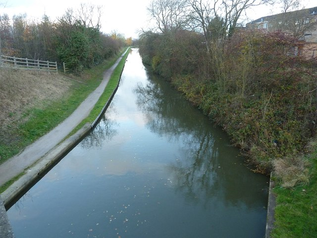 Coventry Canal from Peelers Way - view Northwards