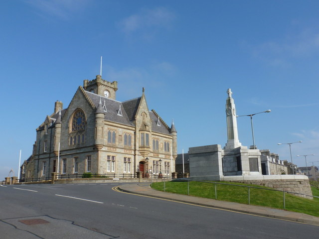 Lerwick: Town Hall and war memorial