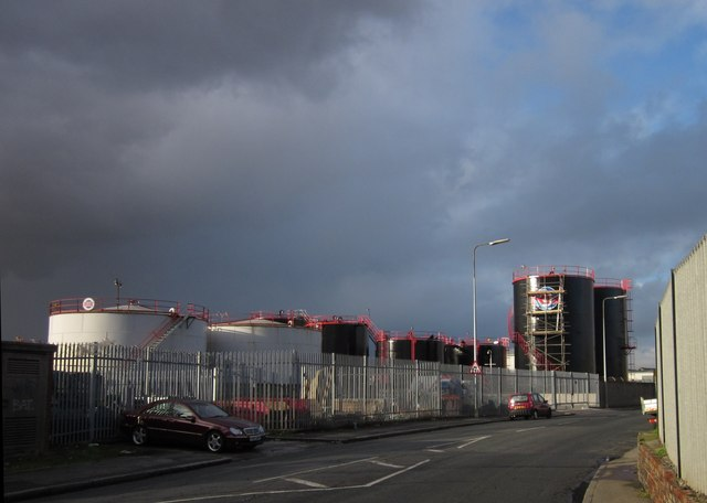 Oil depot, Hull