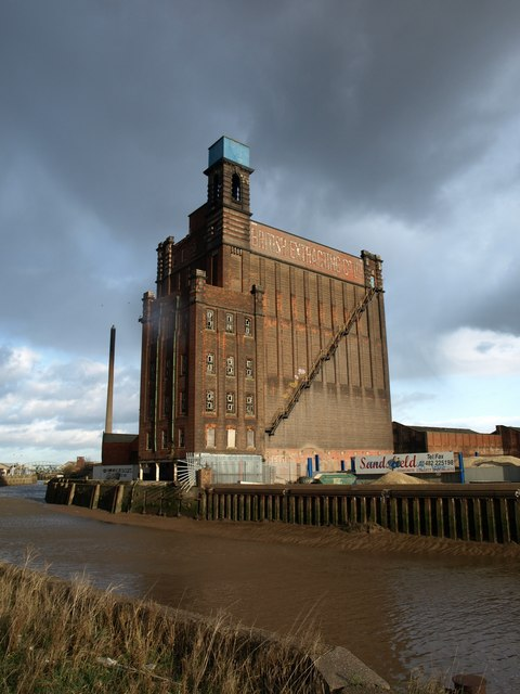 British Extracting Company Silo and Receiving House, Hull