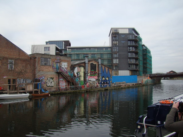 New flats at the Lea/Hertford Union Canal confluence #2