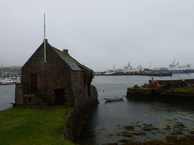 Symbister: Pier House and the harbour