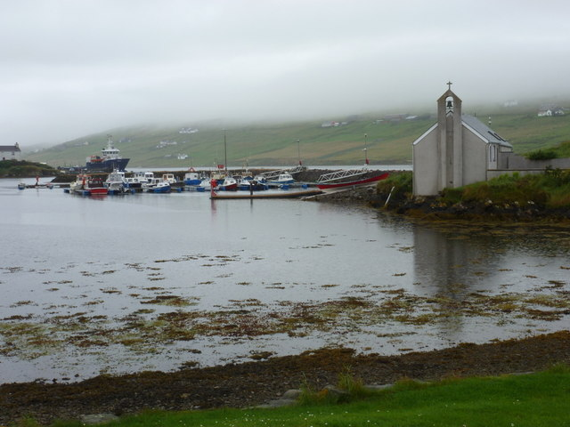 Vidlin: church and harbour