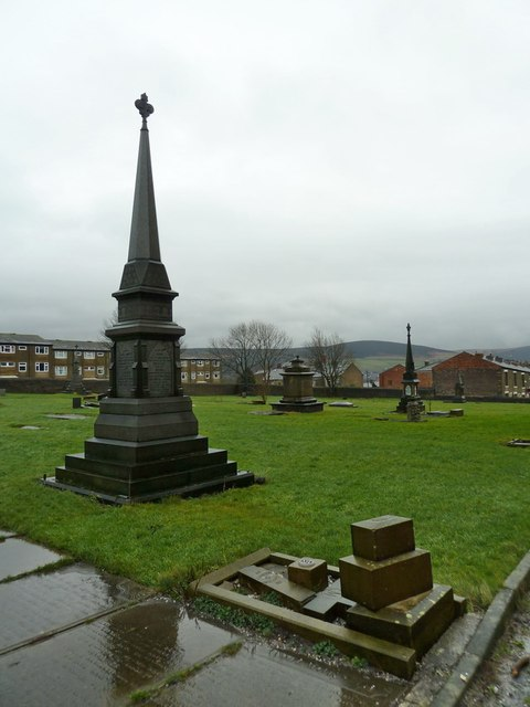 Mossley Parish Church of St George, Graveyard