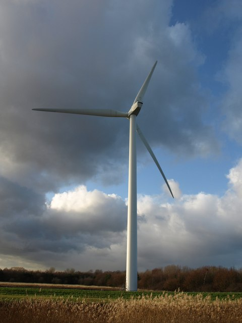 Wind turbine by the River Hull