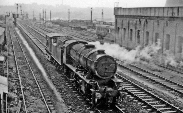 Engine & brake on Knottingley line passing Wakefield Locomotive Depot