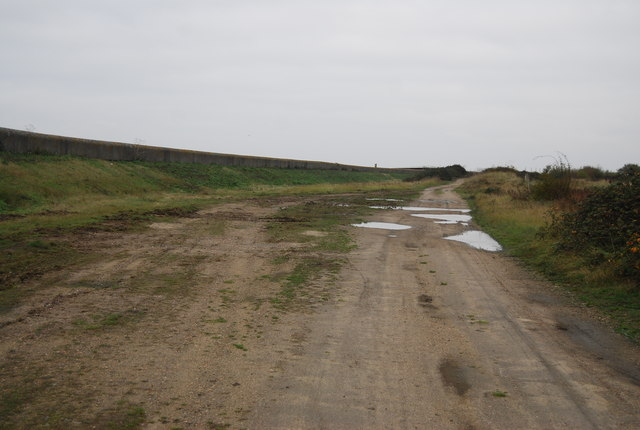 Footpath north of Cliffe Creek