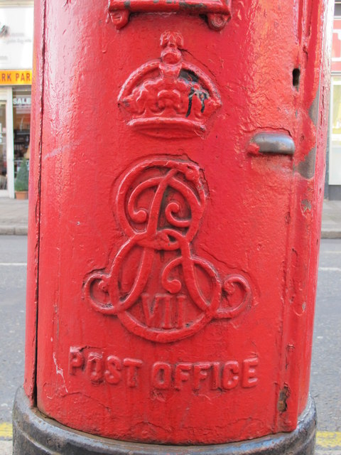 Edward VII postbox, Park Parade, NW10 - royal cipher