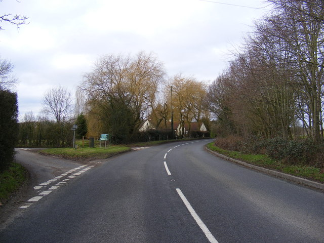 B1118 Battlesea Hill road junction at Battlesea Green