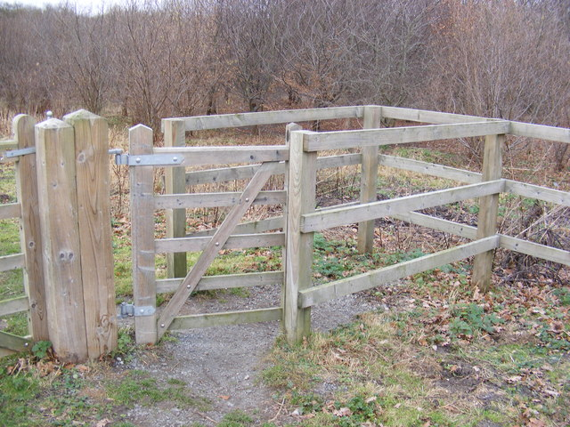 Kissing Gate at the entrance to Brakey Wood