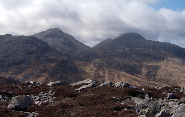 Rocks and heather at summit area of Beinn Bhreac