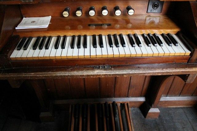 Organ console, Osbournby church