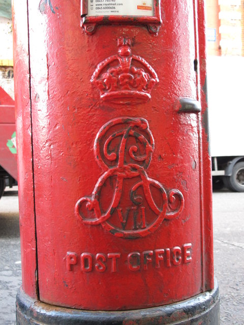 Edward VII postbox, Craven Park Road, NW10 - royal cipher