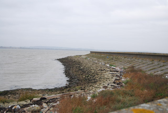 Sea wall, Thames Estuary