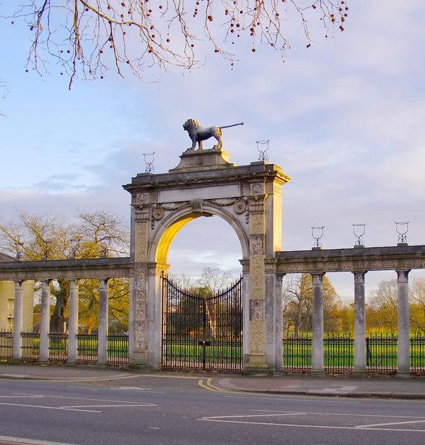 Entrance arch & Northumberland Lion, Syon Park