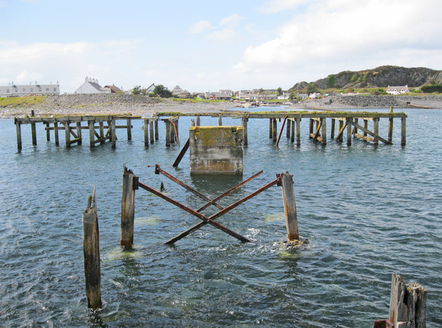 Disused pier at Ellenabeich