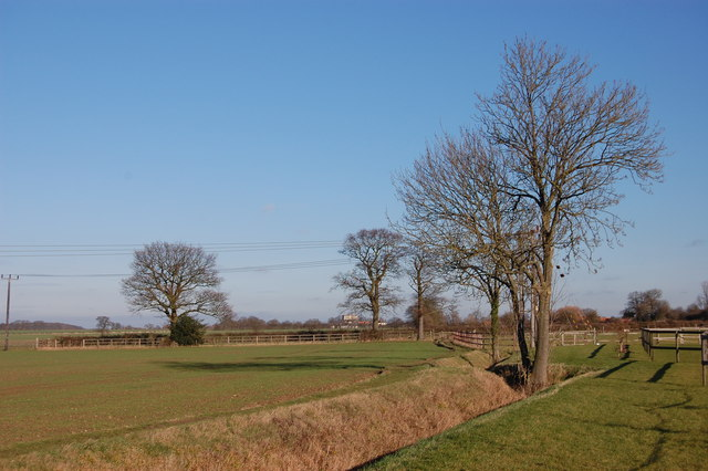 Footpath north of Dagwood Farm