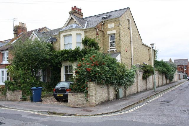 #28 Thorncliffe Road at junction with Oakthorpe Place