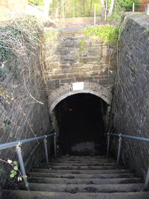 Steps to footway beneath railway, Rhiwderin
