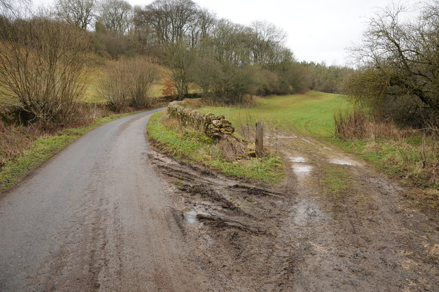 Road near Cotswold Park