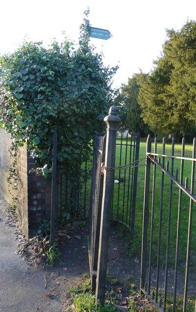 Footpath gateway in churchyard, Caddington