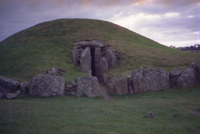 Bryncelli Ddu, chambered cairn