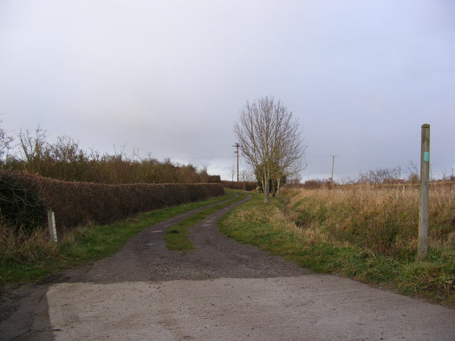 Footpath to Stadhaugh Manor Farm & entrance to High Barn
