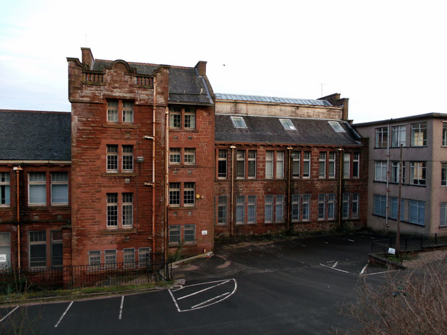 Former school on Highholm Avenue