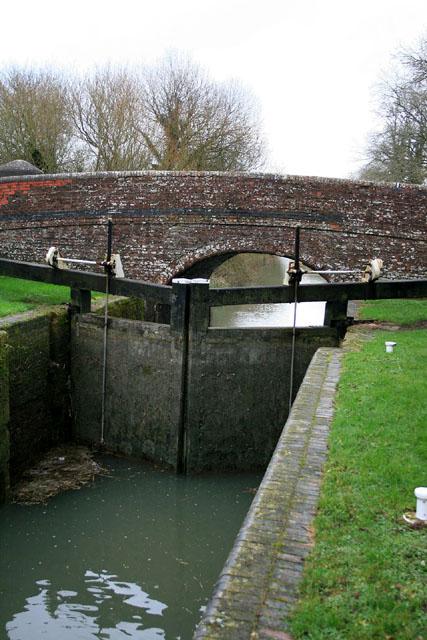 Lock gate and bridge