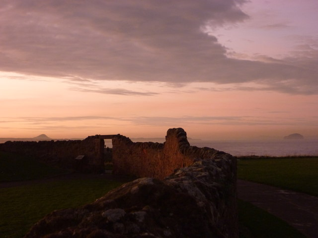 Coastal East Lothian : The Boundary Wall, Dunbar Clifftop Walk