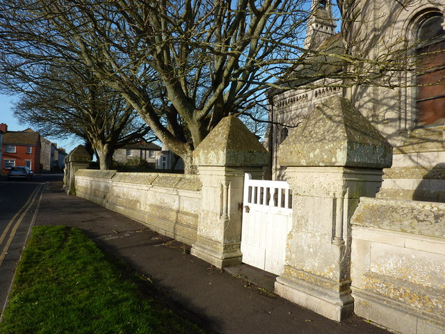 Massive gate posts, St Peter's Church, Grove Road
