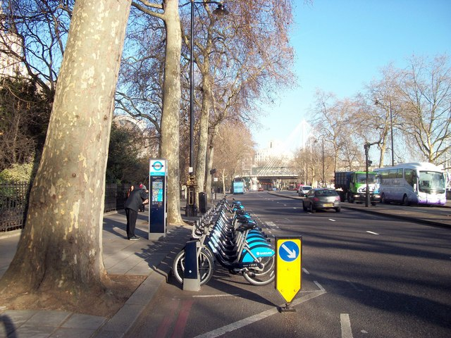 Barclays Cycle Hire Docking Station, Victoria Embankment
