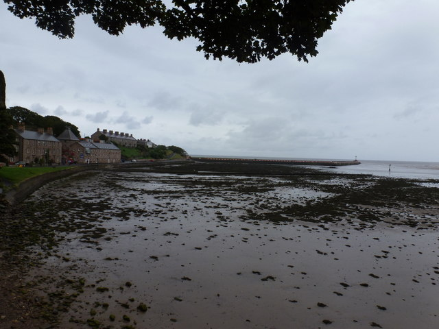 Berwick-upon-Tweed: pier and estuary mud
