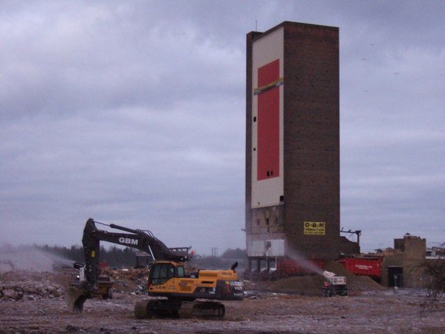 Campbell's Tower, King's Lynn - Seconds before demolition