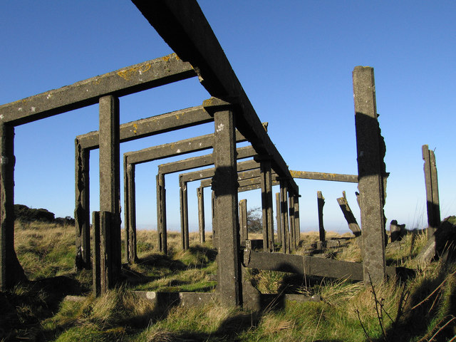 Old building frame on Abdon Burf (1)