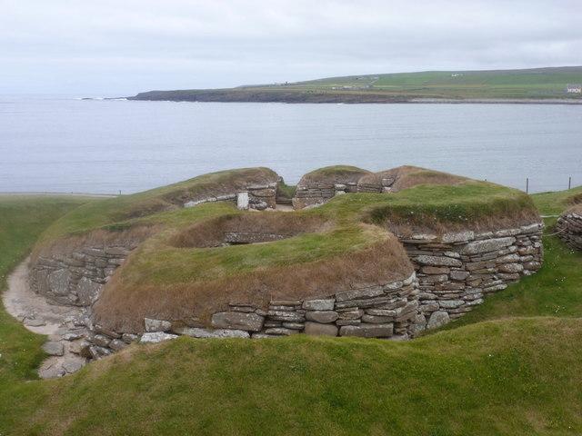 Skara Brae: one house and a bay view